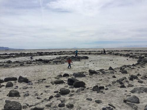 kids-on-spirall-jetty-2016