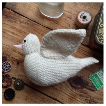 Knitted dove by Nicky Fijalkowska