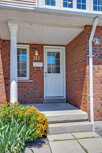 10 Bassett Blvd TH212 Whitby-small-005-25-Front Porch-334x500-72dpi.jpg
