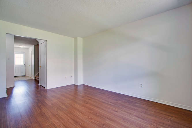 10 Bassett Blvd TH212 Whitby-small-012-32-Living Room-666x444-72dpi.jpg
