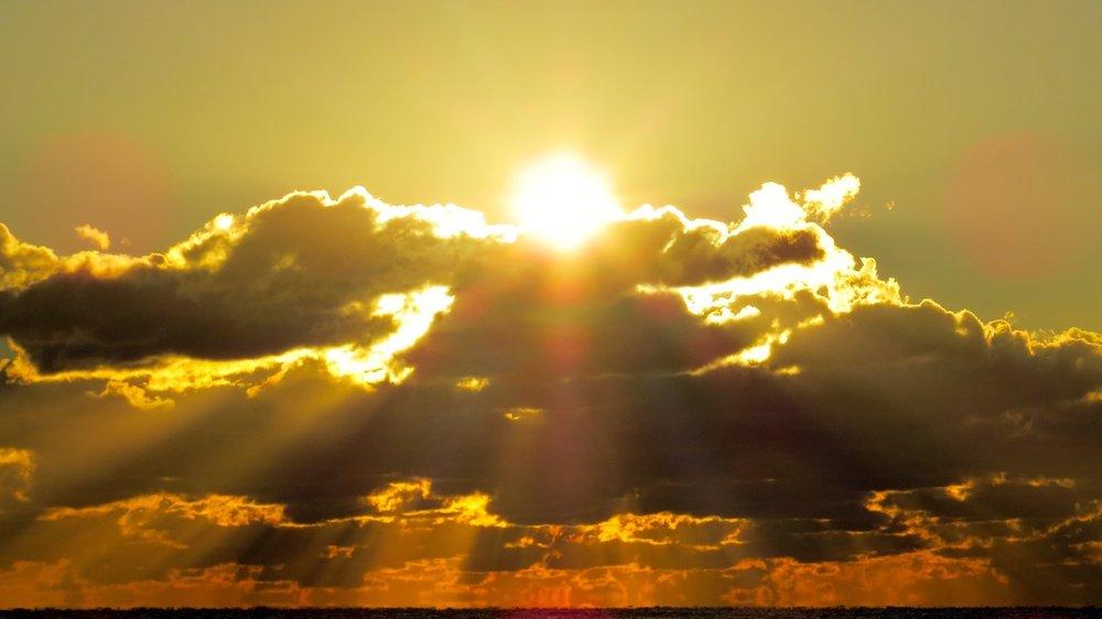 sunrise cloud being copy.jpg