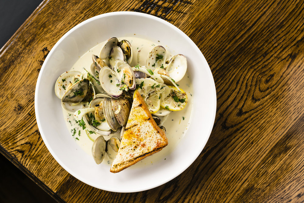 RONNIE'S CLAMS IN BROTH