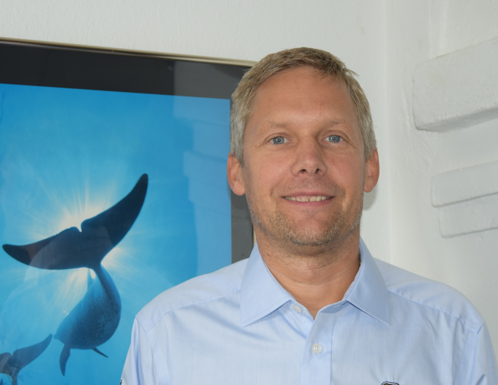Ice expert and captain Jan Persson uses the Morild IceNav simulator in polar code courses.