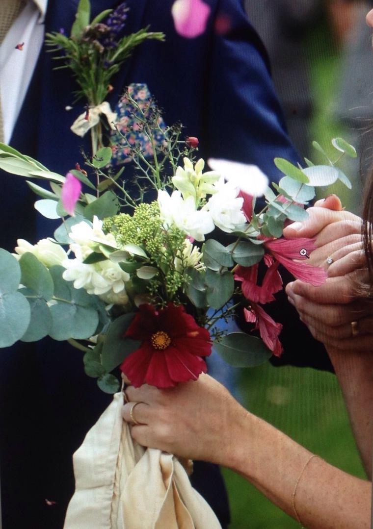 bouquet hand hold.jpg