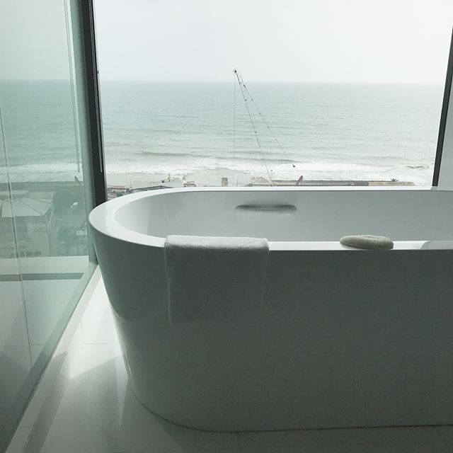Between $45 hour long massages and this view / tub situation, Movenpick Hotel you are my fave for sure 😍🇱🇰❤️ #movenpick #hotelbathroom #interiordesign #bathtub