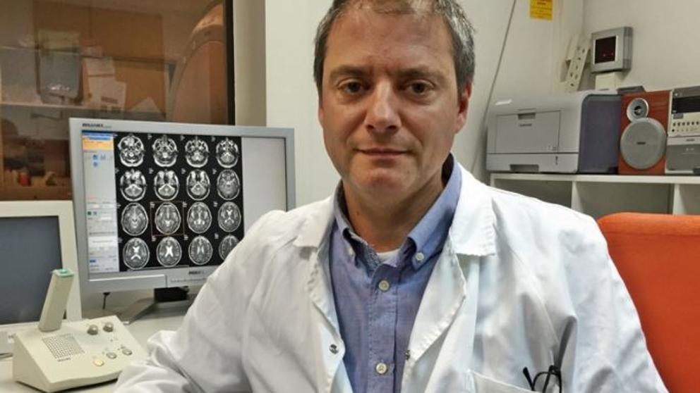 El farmacólogo barcelonés, Jordi Riba (J. R.)