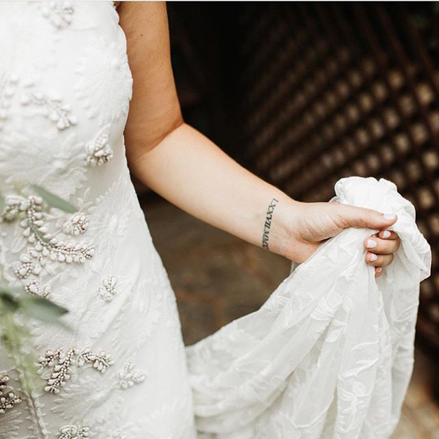 When your best friend's sister-in-law-to-be (did you follow all that?!) comes shopping at your bridal boutique and buys one of your FAVORITE gowns in the shop, it's a pretty magical feeling ✨ Our San Diego bride @karissa.hudson wore Florence by @ruedeseinebridal and we're in love! Photo by @shaunamiller #realdresstheorybrides