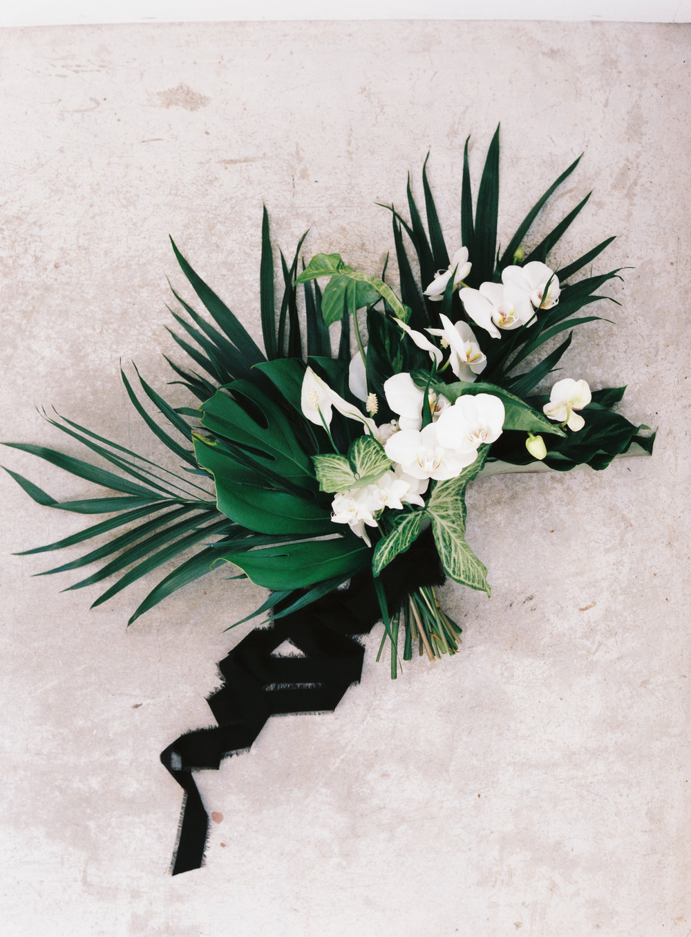 palm-leaf-unique-bridal-bouquet.png