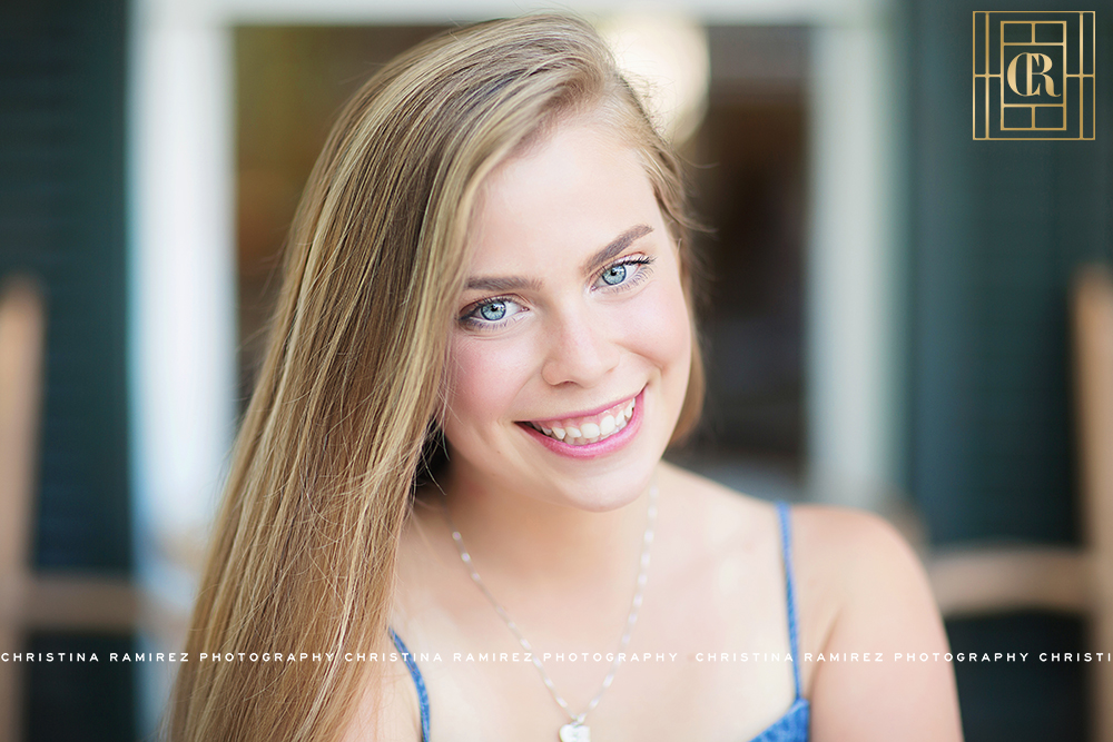 senior photographer natural makeup