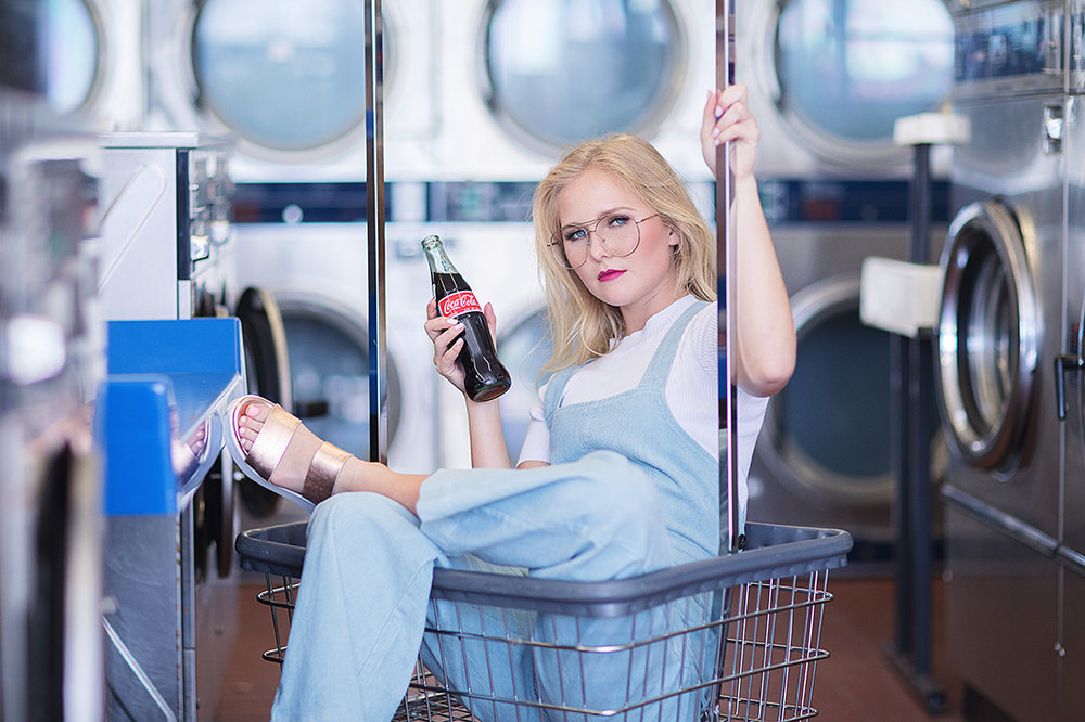 laundromat senior photos - christina ramirez photography