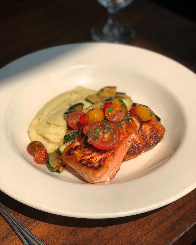 New delicious Lunch special! Pan roasted wild king salmon, herbed potato purée, roasted zucchini, and cherry tomato vinaigrette! #oswald
