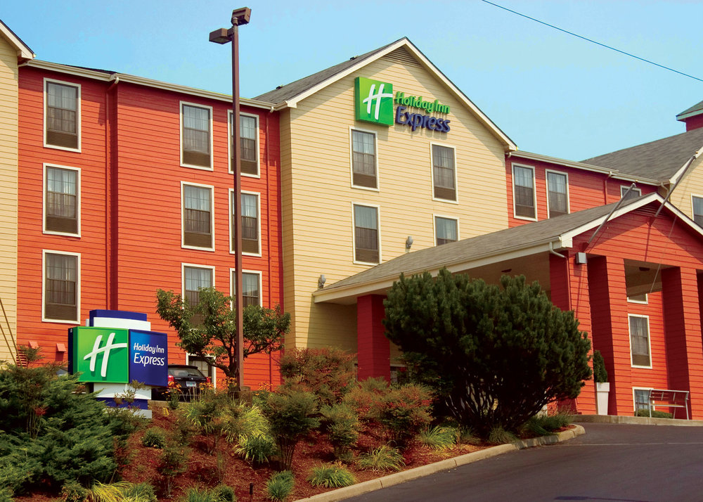 Holiday Inn Express hotel front exterior