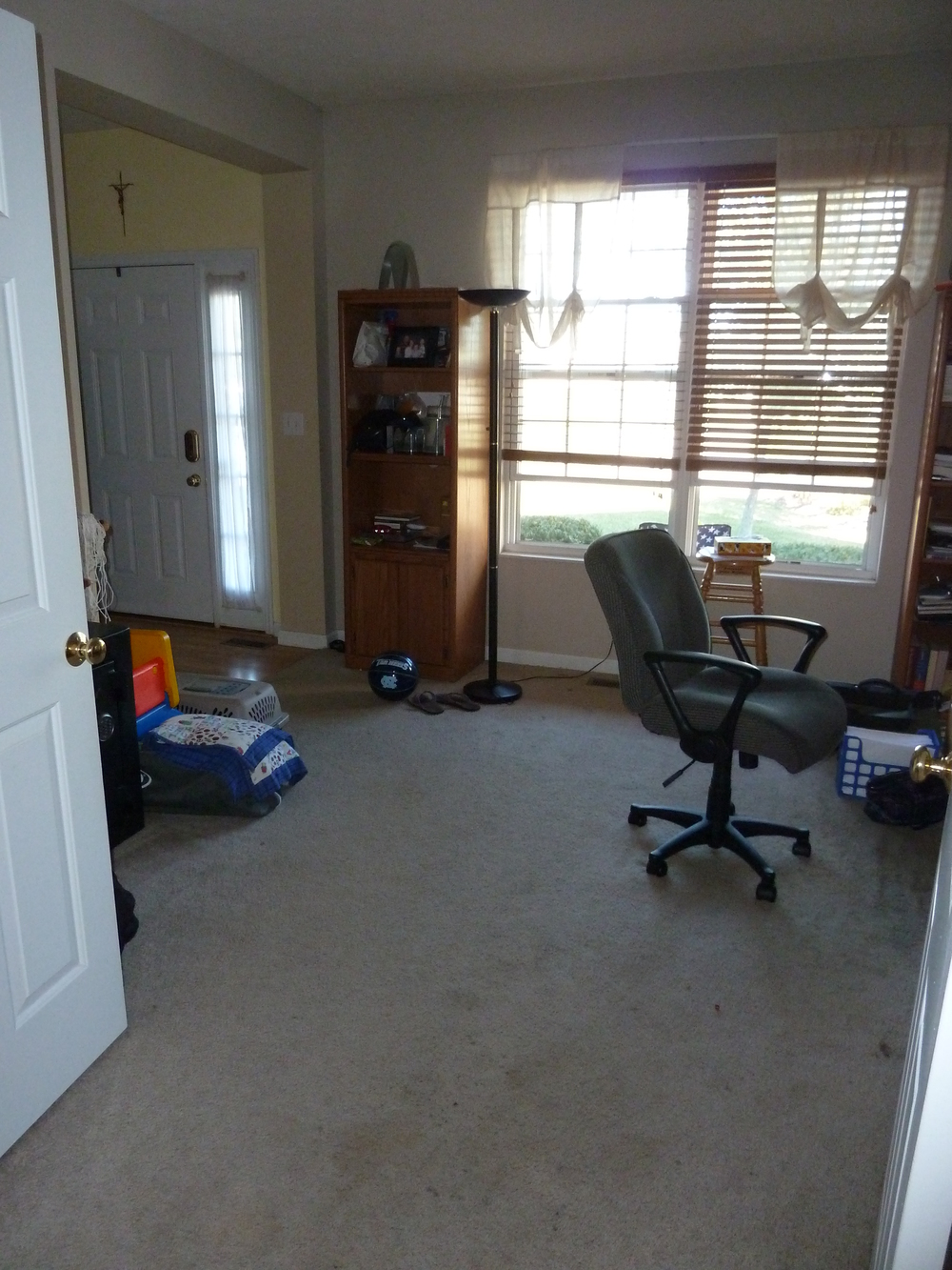 Living room before laminate floors