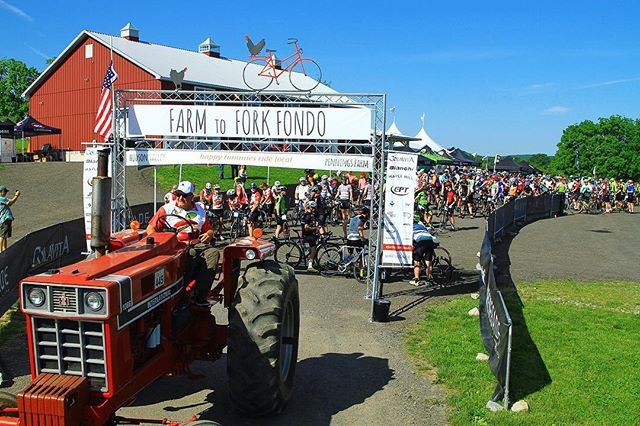What other cycling event has a farm tractor pace vehicle? 🚜