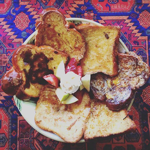 Sick as a 🐶 so I made 🇫🇷 toast #frenchtoast #sacréfood