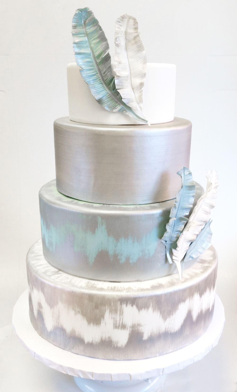 Blue%20and%20Silver%20Feather%20Cake%20-3.jpg