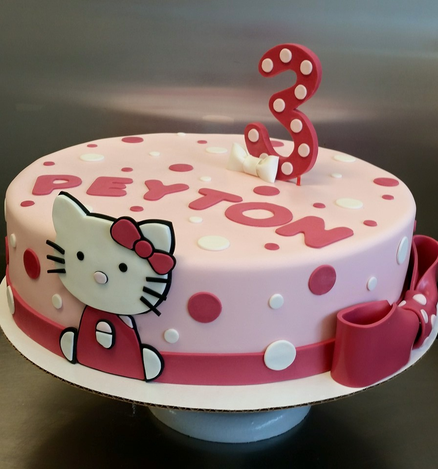 hello kitty fondant cake.jpg