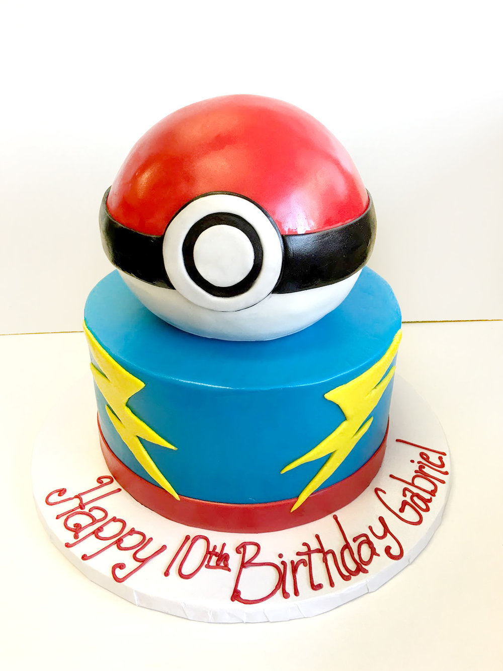 pokeball sculpted cake.jpg