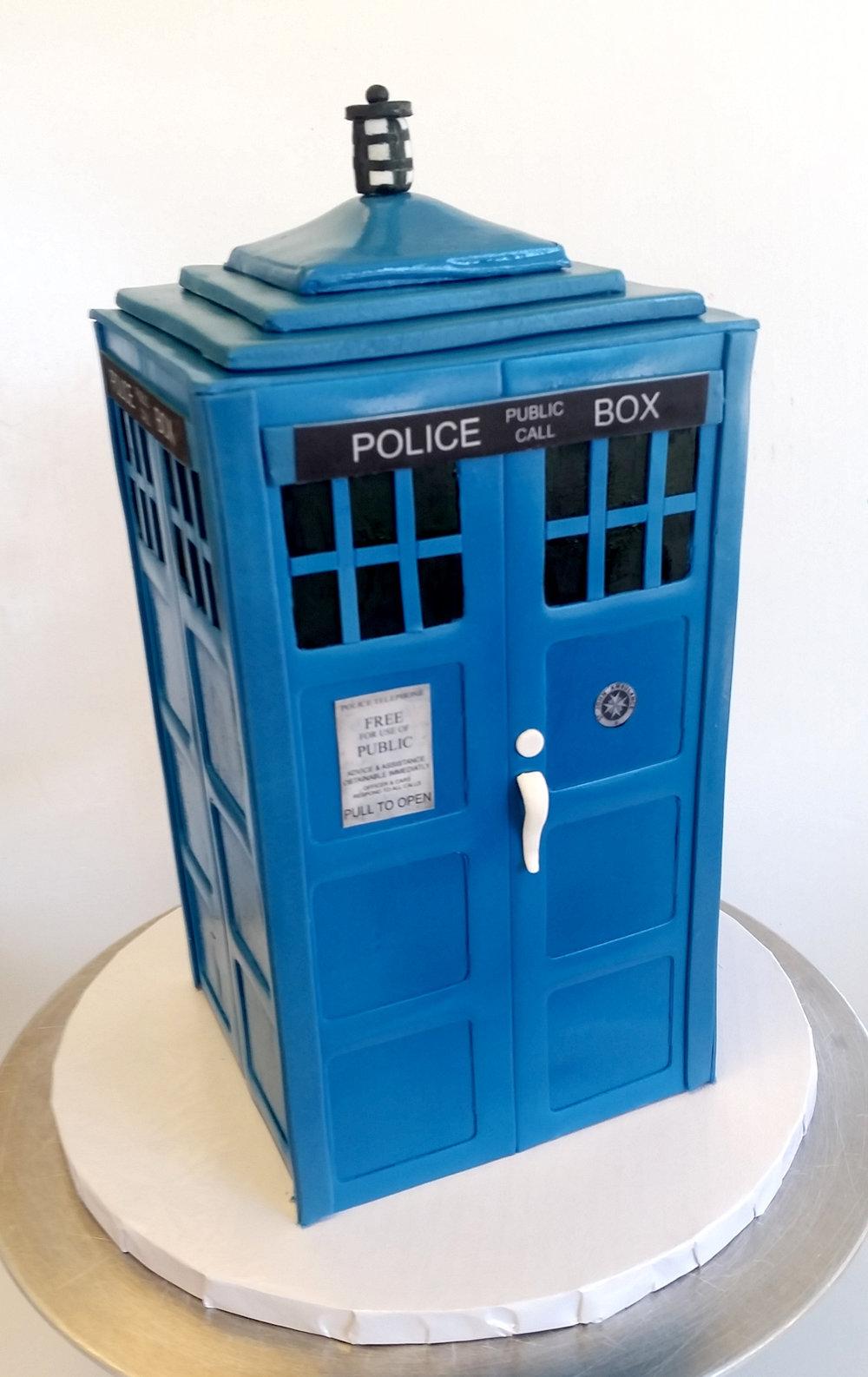 dr who tardis cake.jpg