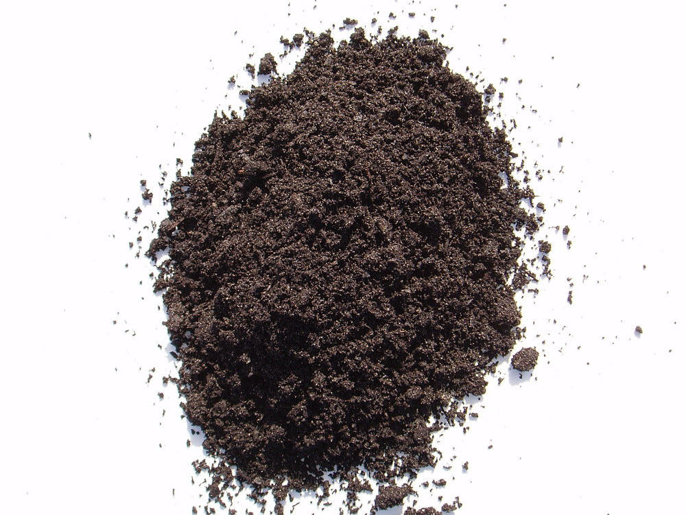 Low-quality peat moss: a photo of the dark, small-particled stuff that is sold at the consumer level. Image © unknown; retrieved (strangely) from  LA Readers blog .