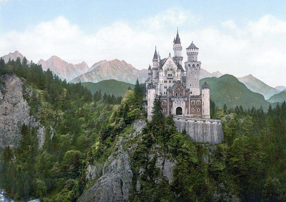 Schloss Neuschwanstein, built by King Ludwig II      Photo: Wikimedia