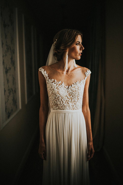 bridal_portrait_hallway_rf30_igor_demba.jpg