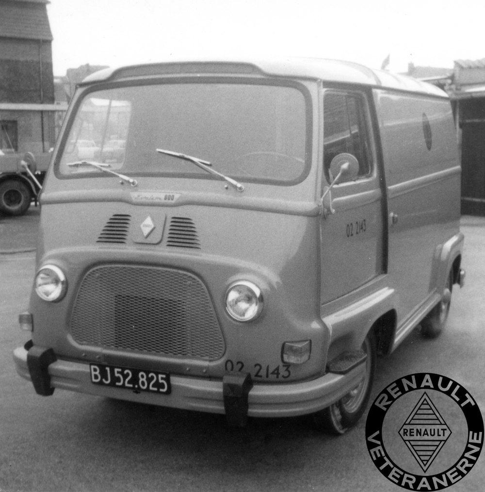 """Renault-importøren Brdr. Friis-Hansen havde stor succes med flådesalg til P&T. Det blev selvfølgelig også forsøgt med """"franskbrødet"""" Stafette. Her var det dog svært at slå Bedford m.fl.Så det blev kun nogle få Stafetter der kom """"i gult"""". Her en såkaldt kort/lav model med skydedøre."""