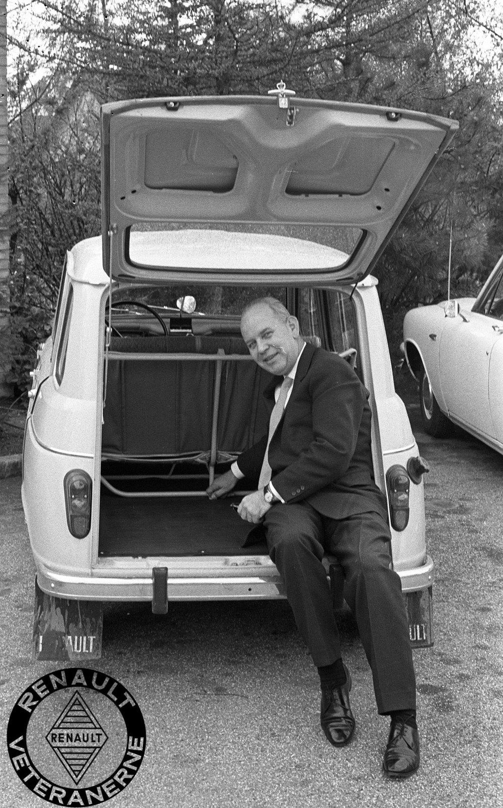 Palle Moe – her i den nye R4 – blev headhuntet til Brdr. Friis-Hansen fra Ford i 1962. I 1971 afløste han Ejnar Friis-Hansen som administrerende direktør.