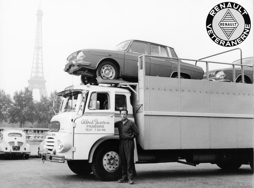 Vognmandsfirmaet Alfred Jensen startede som en af de første i Danmark med at køre med dobbeltdækkere. Fra 1955 med 4CV. Senere, her i 1965, var det med den nye model R10.
