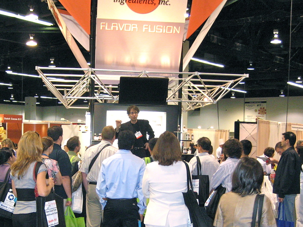 trade show magician in Anaheim, CA