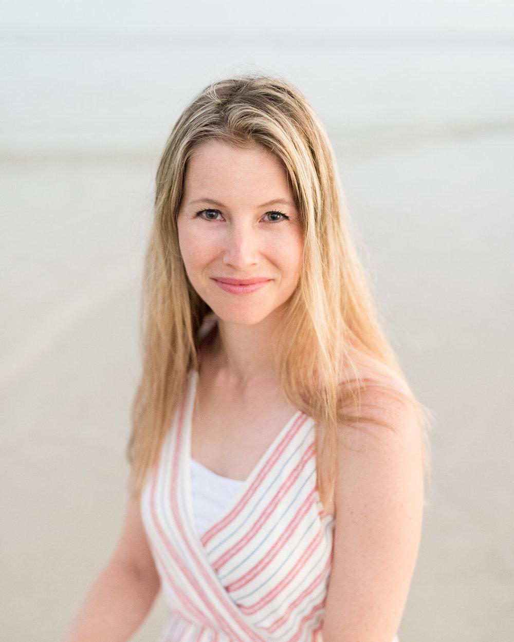 Honolulu, Oahu Headshot Photographer | woman on beach