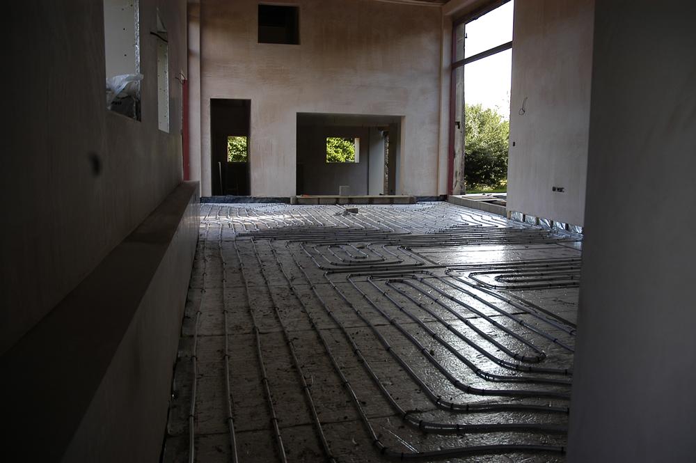 Underfloor heating pipework in large room