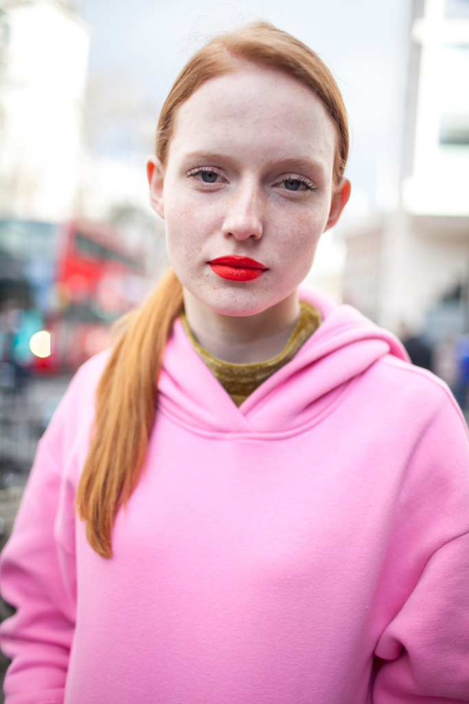 pink-trend-lfw-aw17-street-style-london-fashion-week-photos-02.jpg