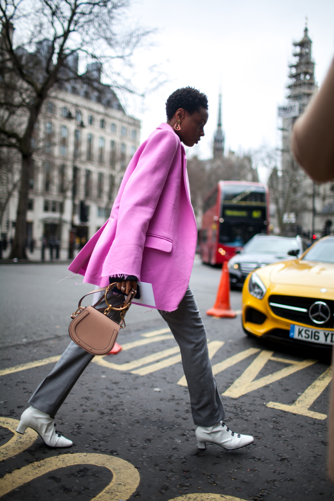 pink-trend-lfw-aw17-street-style-london-fashion-week-photos-06.jpg