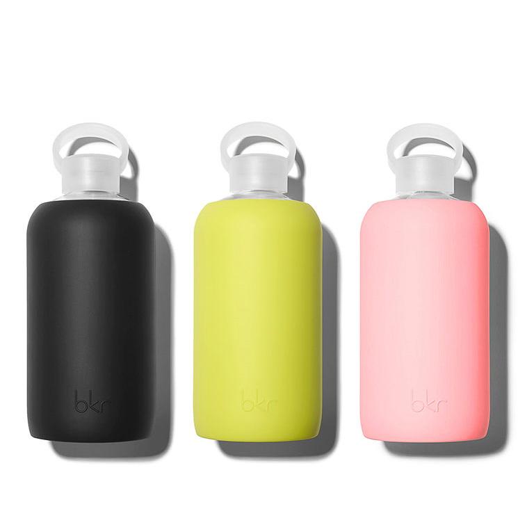 Weil Plastikflaschen einfach out sind und man sowieso immer zu wenig Wasser trinkt, braucht man diese stylischen Flaschen von BKR.
