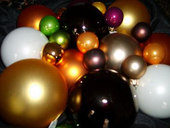 Assorted Ornaments - Colors 005.jpg