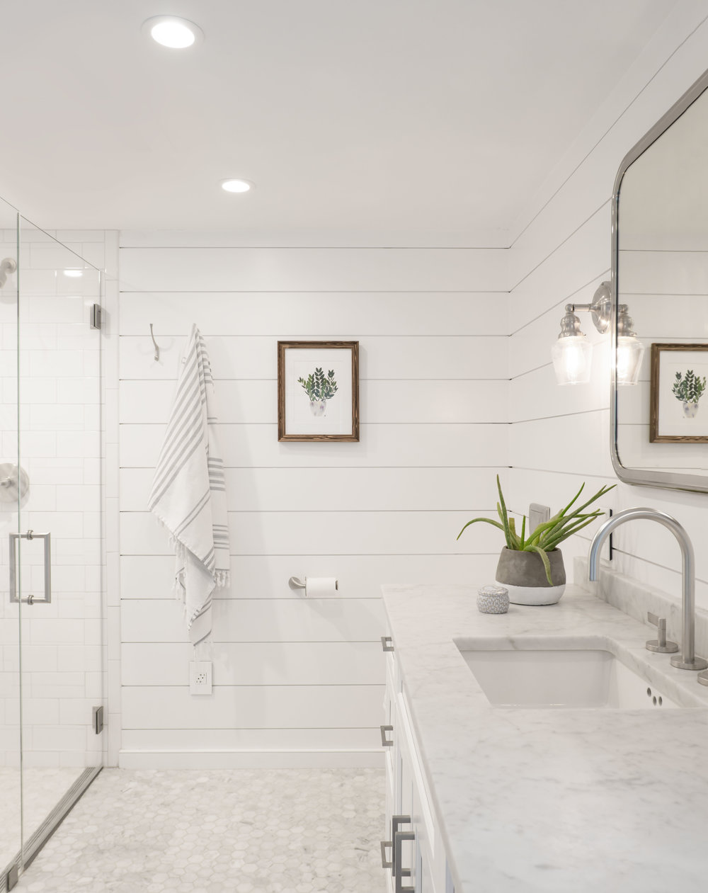 white farmhouse bathroom