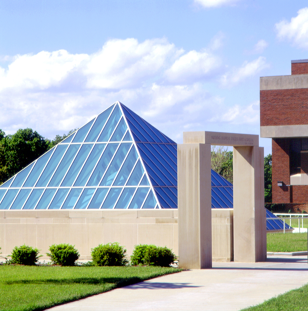 University of Missouri St. Louis, Thomas Jefferson Library , St. Louis, Missouri (1990)