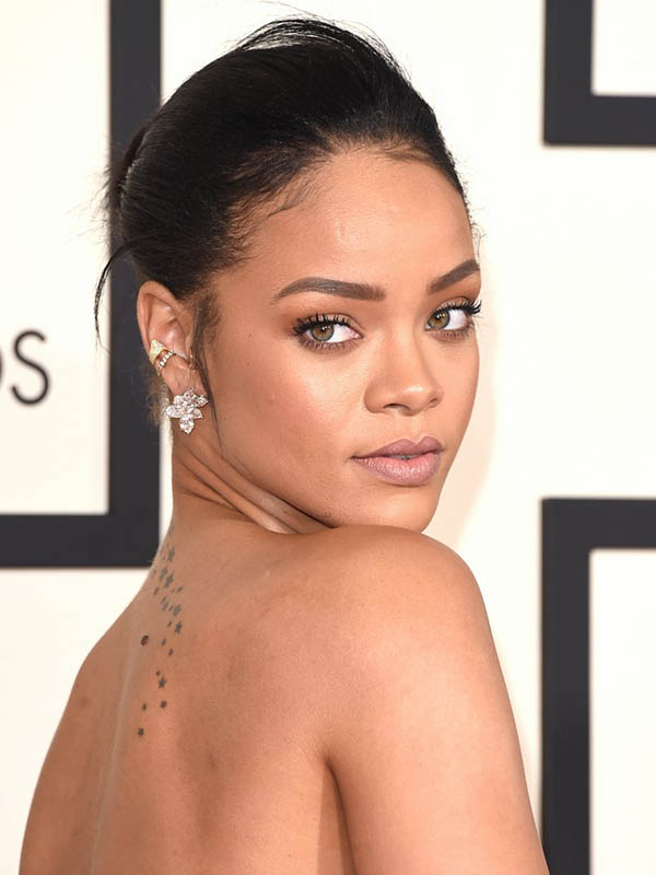 rihanna-grammys-2015-red-carpet-02.jpg