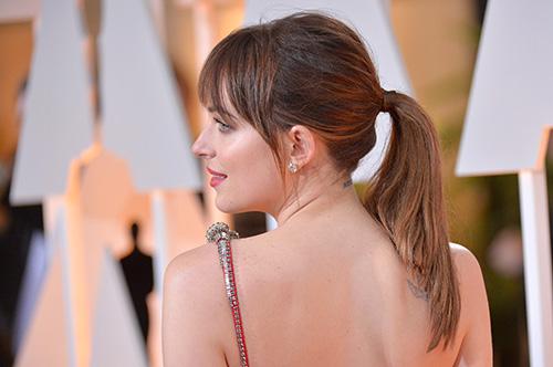 DakotaJohnson_Oscars_2.jpg