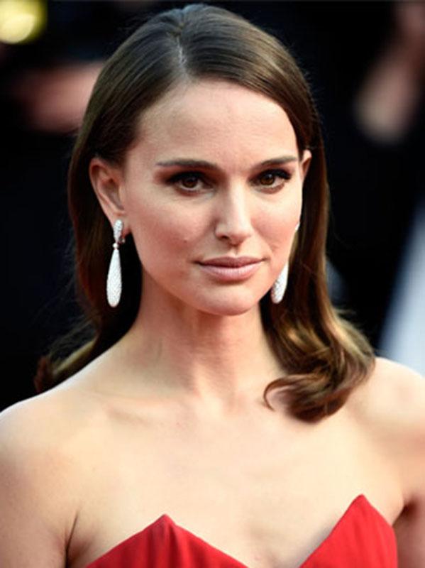 Natalie-Portman-In-Christian-Dior----La-Tete-Haute----Cannes-Film-Festival-Premiere-Opening-Ceremon.jpg