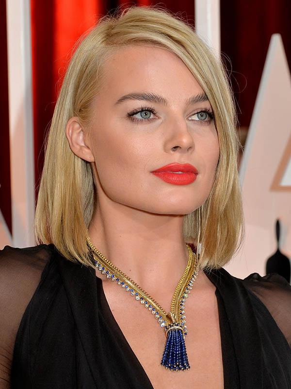margot-robbie-orange-lipstick-oscars-2015-w724.jpg