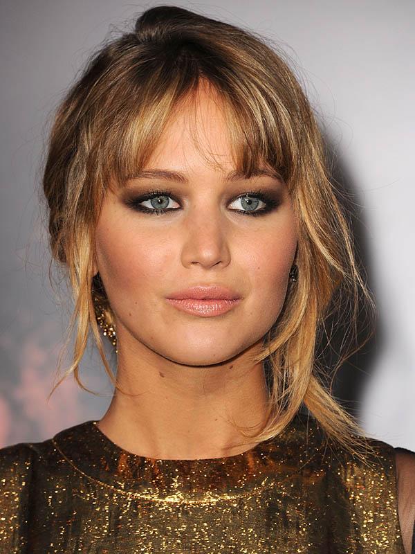 Jennifer-Lawrence-finished-off-her-look-smokey-eyes-nude.jpg