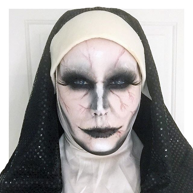 #Halloween is in full swing this week starting with this costume  not creepy at all eh? 🙏🏻👻. . . . #halloweenmakeup @realtechniques #makeupbyme #halloween2017 #titsup #titsupblog #mac #beauty #bbloggers #beautyproducts #sfx #makeupaddict #instabeauty #beautiful #cute #igers #instadaily #instamood #instagood #fun  #photooftheday #picoftheday #macmakeup #maccosmetics #realtechniques