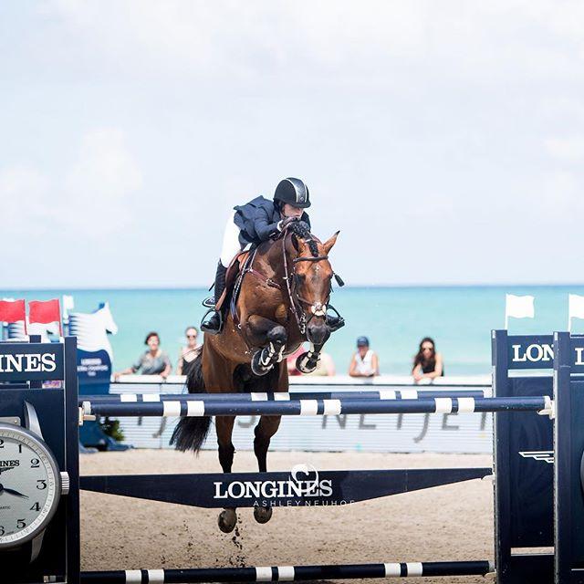 Jennifer Gates and Capital Colnardo getting some beach time in Miami 🏄♀️ 🌊🏖