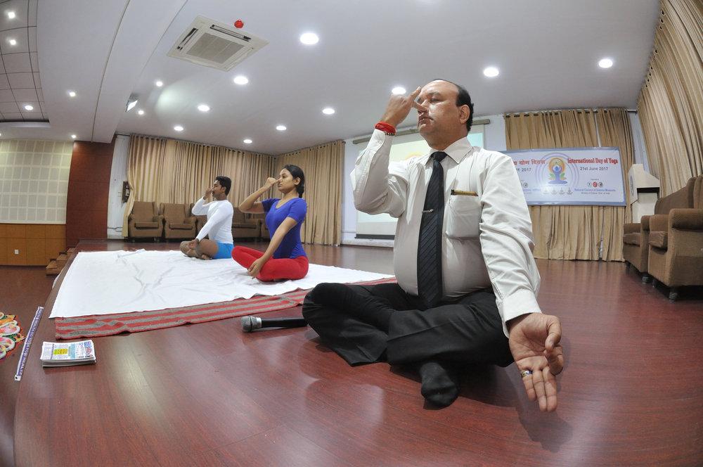 Nadishodhana_Pranayama_-_International_Day_of_Yoga_Celebration_-_NCSM_-_Kolkata_2017-06-21_2451.JPG