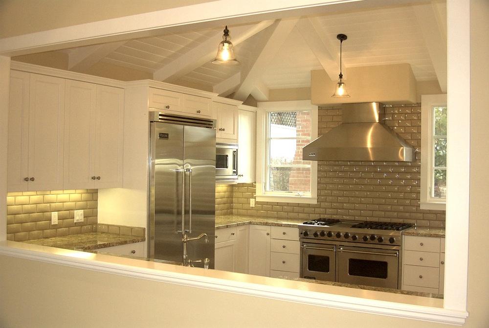 4-355 Kitchen.jpg
