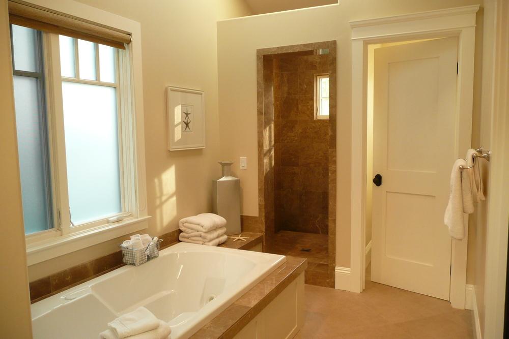 13-351 Master Bath 1.JPG