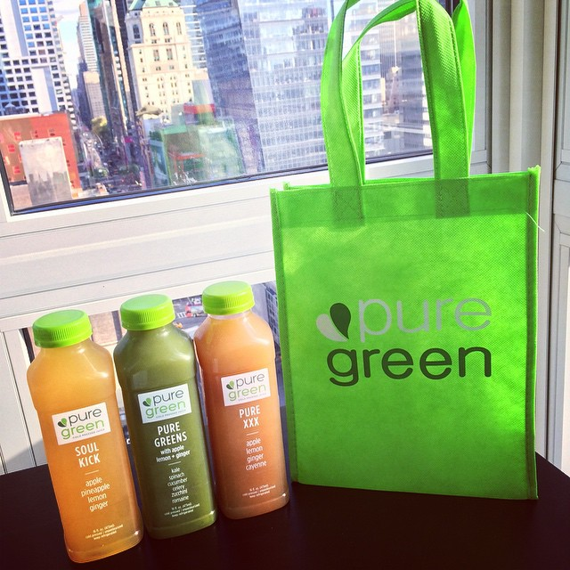 @thepuregreen in the @PSDesignNYC office!! We 💗 this #juice !! #healthy #lifestyle #NYC #smoothies #branding #design (at Time Square Manhattan New York USA)