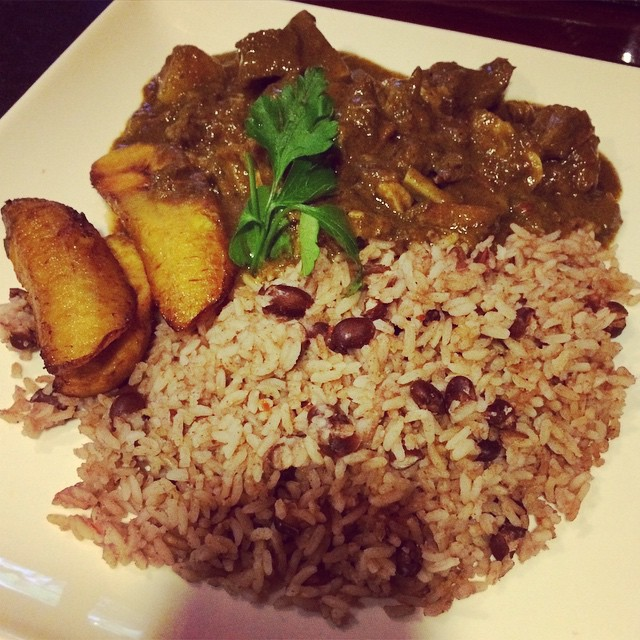 #NYE traditional #Jamaican food!! #curry #goat #plantains #rice&peas #ATL #rodneysJamaican (at Rodney's Jamaican Soul Food)